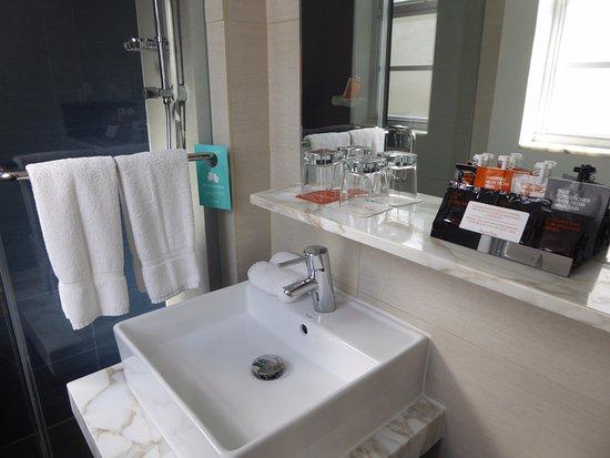 Schon Room Mate Lord Balfour: Moderne Einrichtung, Schöne Utensilien Zum Duschen