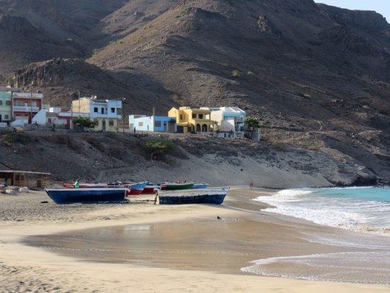 São Pedro, Cabo Verde: plage coté village