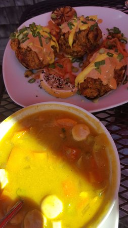 Cockeyed Gull Restaurant: Stuffed clams and clam chowder