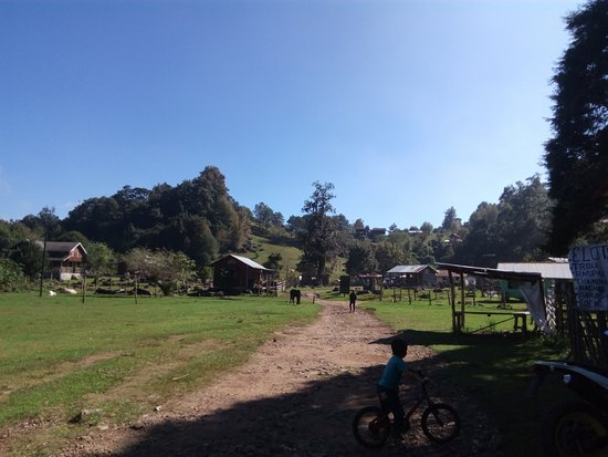 Noord-Mexico, Mexico: Esta es la entrada a las cabañas, existe una pequeña fonda de comida y una tienda de abarrotes c