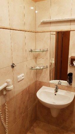 โรงแรมแอตแลนติค: 20171028_233010_large.jpg