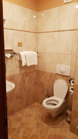 โรงแรมแอตแลนติค: 20171028_232947_large.jpg