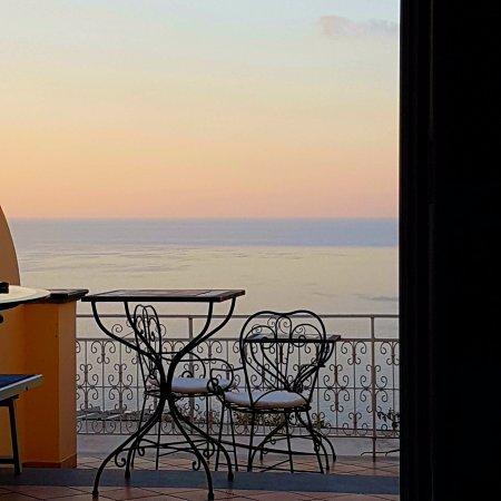 Positano Art Hotel Pasitea: alba