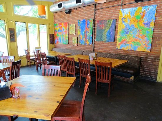 Lillys Pizza: inside