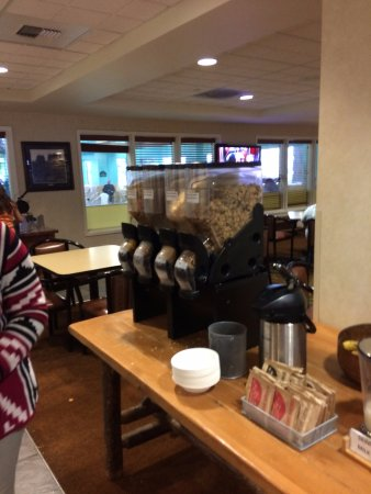 Wingate by Wyndham Missoula Airport: Cereal choices in breakfast bar