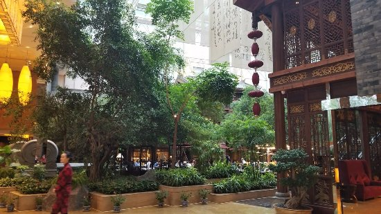"InterContinental Century City Hotel Chengdu : Lobby facing the ""Cafe"", breakfast area"
