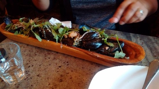 Thornbury, Canada: Mussels white wine broth, parsley, thyme, butter... we asked for bread to soak up the broth!