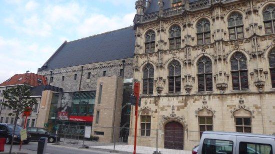 Oudenaarde, Belgien: Mou museum by the Town Hall