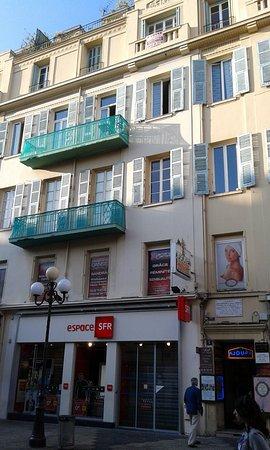Ajoupa Apart'hotel Nice: notre appart = le balcon du haut