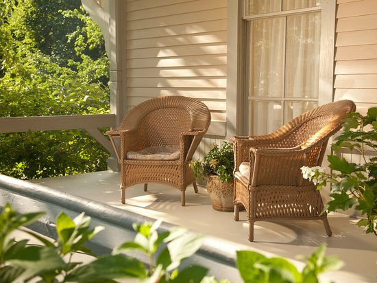 Mount Merino Manor: Relax on the wraparound from porch