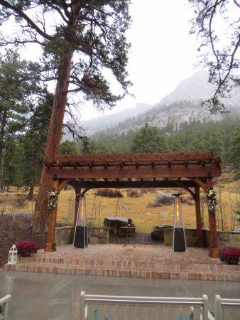 Della Terra Mountain Chateau: Outdoor Wedding Venue