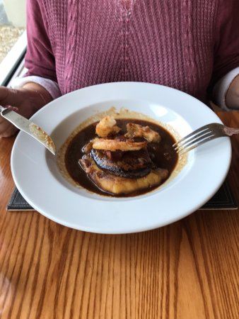 Beaucette Marina Restaurant & Bar: Calves Liver, bacon and onion rings with a red wine juice.
