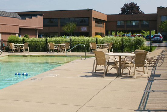 Best Western Plus Galleria Inn & Suites: Our outdoor pool is open from Memorial Day to Labor Day!