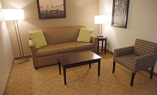 Best Western Pembroke Inn & Conference Centre: Queen Suite with Pull-Out