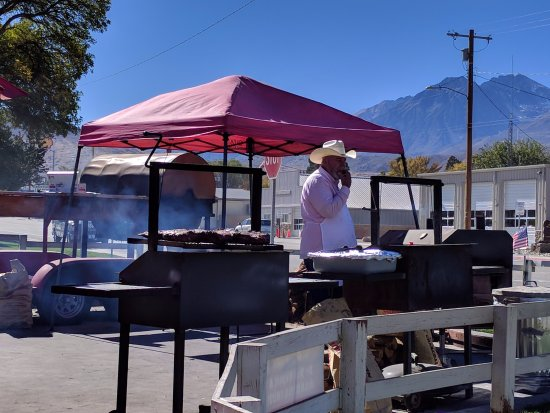 Big Pine, CA: Hank cooking it Up.