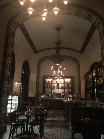 Callas Cafe & Restaurant: lovely atmosphere