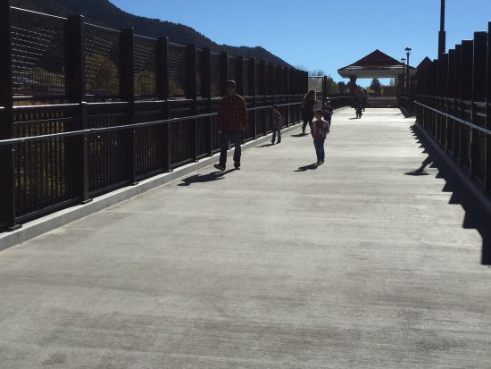 Glenwood Hot Springs Resort: New pedestrian footbridge across the Colorado River.