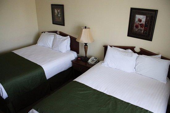 Fairbury, Небраска: Accessible 2 Queen Room