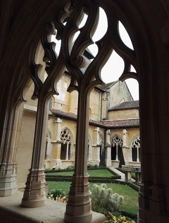 Cadouin, Frankrike: cloître gothique