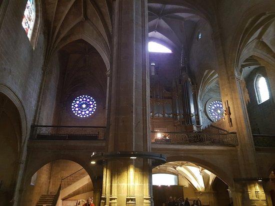 Iglesia de San Vicente : Vista do coro com o órgão