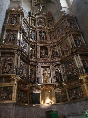 Iglesia de San Vicente : Altar central. Igreja de San Vicente