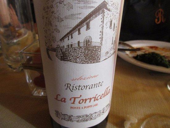 Poppi, Ιταλία: Vino rosso a sorpresa