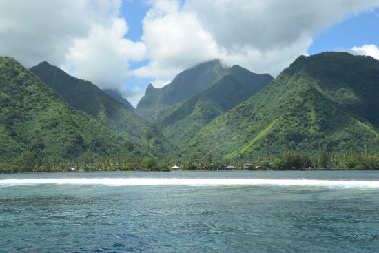 Teahupoo Adventure Tours and Surf: This is what Tahiti Its looks like!