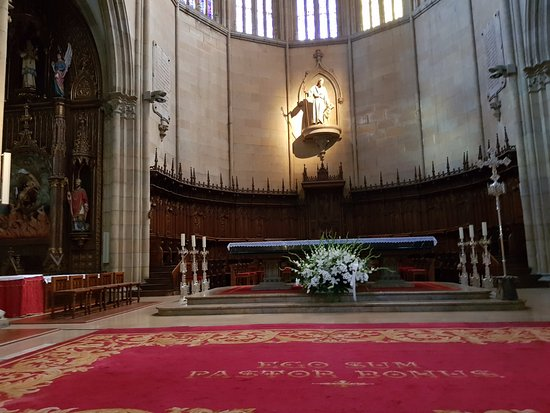 Buen Pastor Cathedral : O Bom Pastor no altar