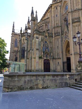 Buen Pastor Cathedral : Visão lateral esquerda da Catedral do Bom Pastor