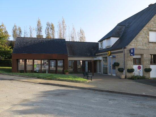 Saint-Jacut-de-la-Mer, Frankrike: Office du tourisme et Poste.