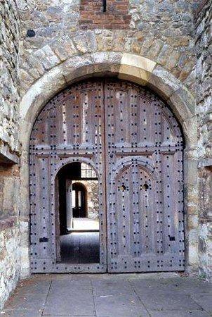 Upnor Castle: Gates