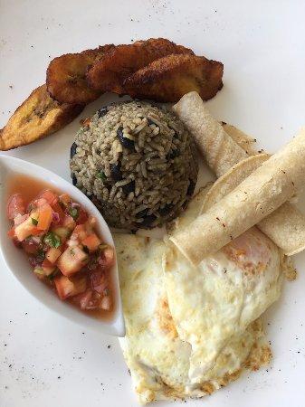 Oxygen Jungle Villas: Costa Rican breakfast