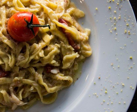 Province of Brescia, Ιταλία: Pappardelle al Profumo di pepe con luccio, pomodorini confit e pistacchi