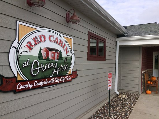 Fond du Lac, WI: Red Cabin at Green Acres