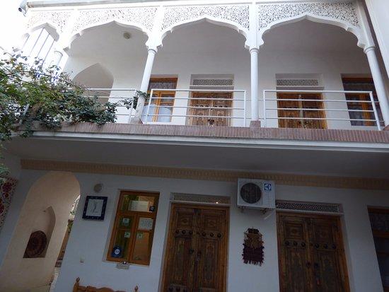 Emir Hotel: Patio interior del hotel