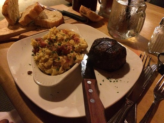 Fortuna, CA: Filet with mac and cheese
