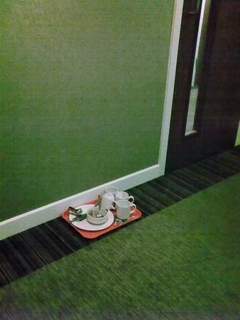 Hampton by Hilton Liverpool City Centre: Someone's breakfast left for 2 days in the lift lobby