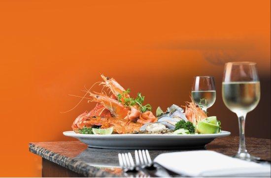 Benowa, Australien: Delicious seafood buffet