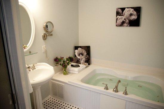 Belmar, NJ: Jacuzzi Jetted Tub