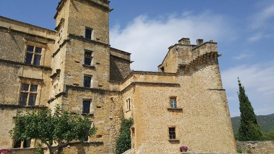 Chateau de Lourmarin: 20170830_141505_large.jpg