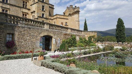Chateau de Lourmarin: 20170830_140337_large.jpg