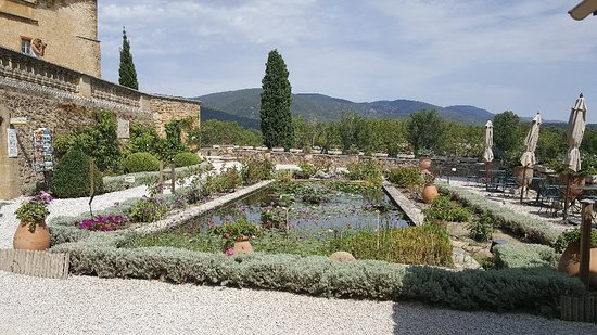 Chateau de Lourmarin: 20170830_140331_large.jpg