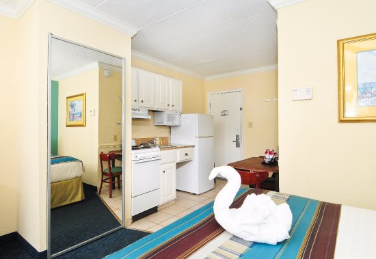 Best Western Plus Grand Strand Inn & Suites: King Efficiency