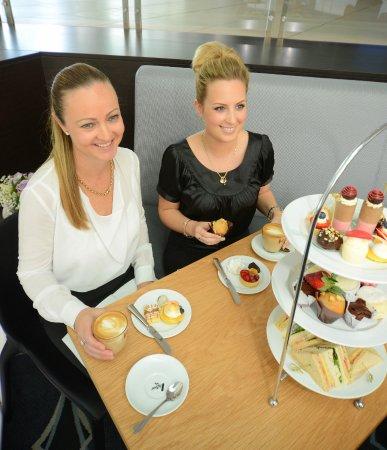 Benowa, Australien: Coffee, cake & great company