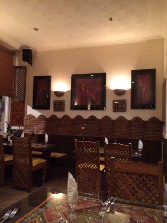Aangan Restaurant: Carved panels