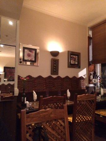 Aangan Restaurant: Wooden blinds!