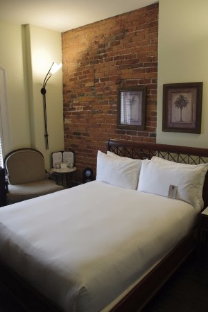 Hôtel Place d'Armes: The room has personality and character — cozy and comfortable