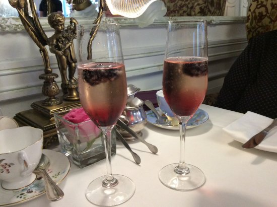 The Drawing Room at the Prince of Wales Hotel: Kir before tea