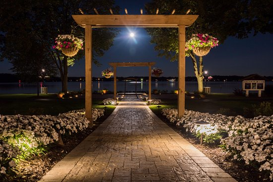 Delavan, WI: Lakeside Wedding, Reception and event or function venue. #LakeLawnWedding