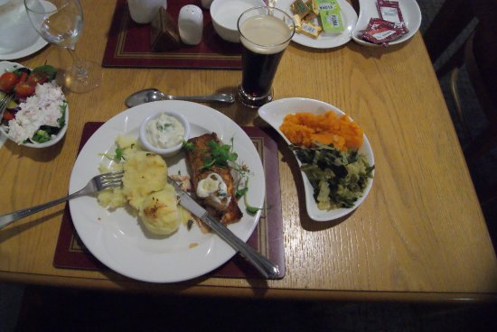Knock, Irland: salmon and plenty of veggies with a wonderful pint on th side.